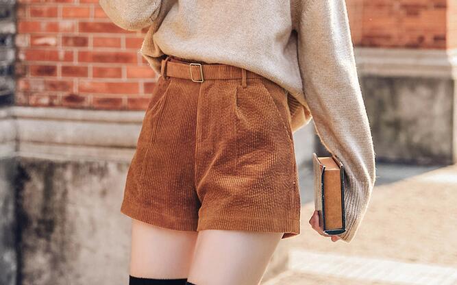 时尚高腰短裤,冬季照样秀美腿