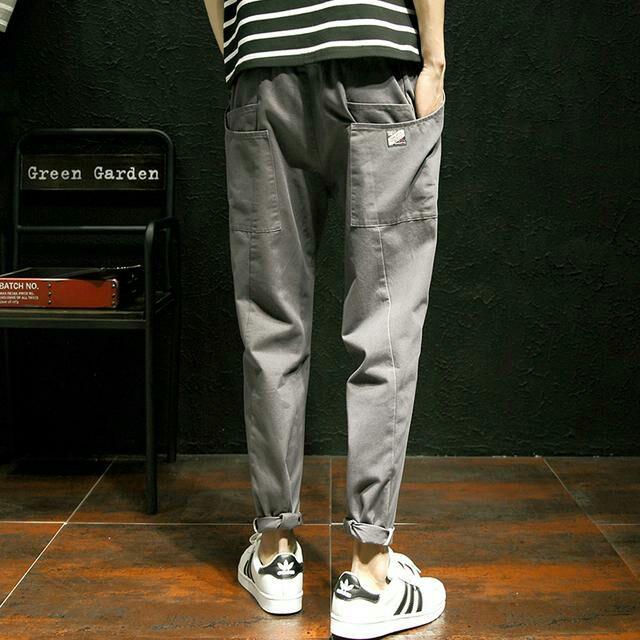 新款休闲裤,休闲中透出丝丝洋气,纯棉的材质平整精细有型,潮流感十足,穿着显瘦,高螺纹收口裤脚,个性又