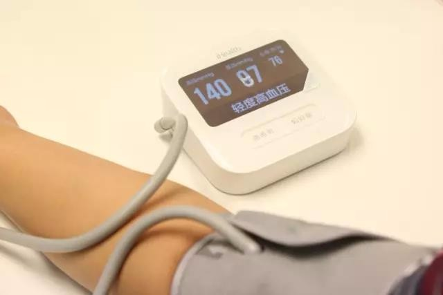 如何选择一款血压计呢电子血压计与水银血压计的优缺点